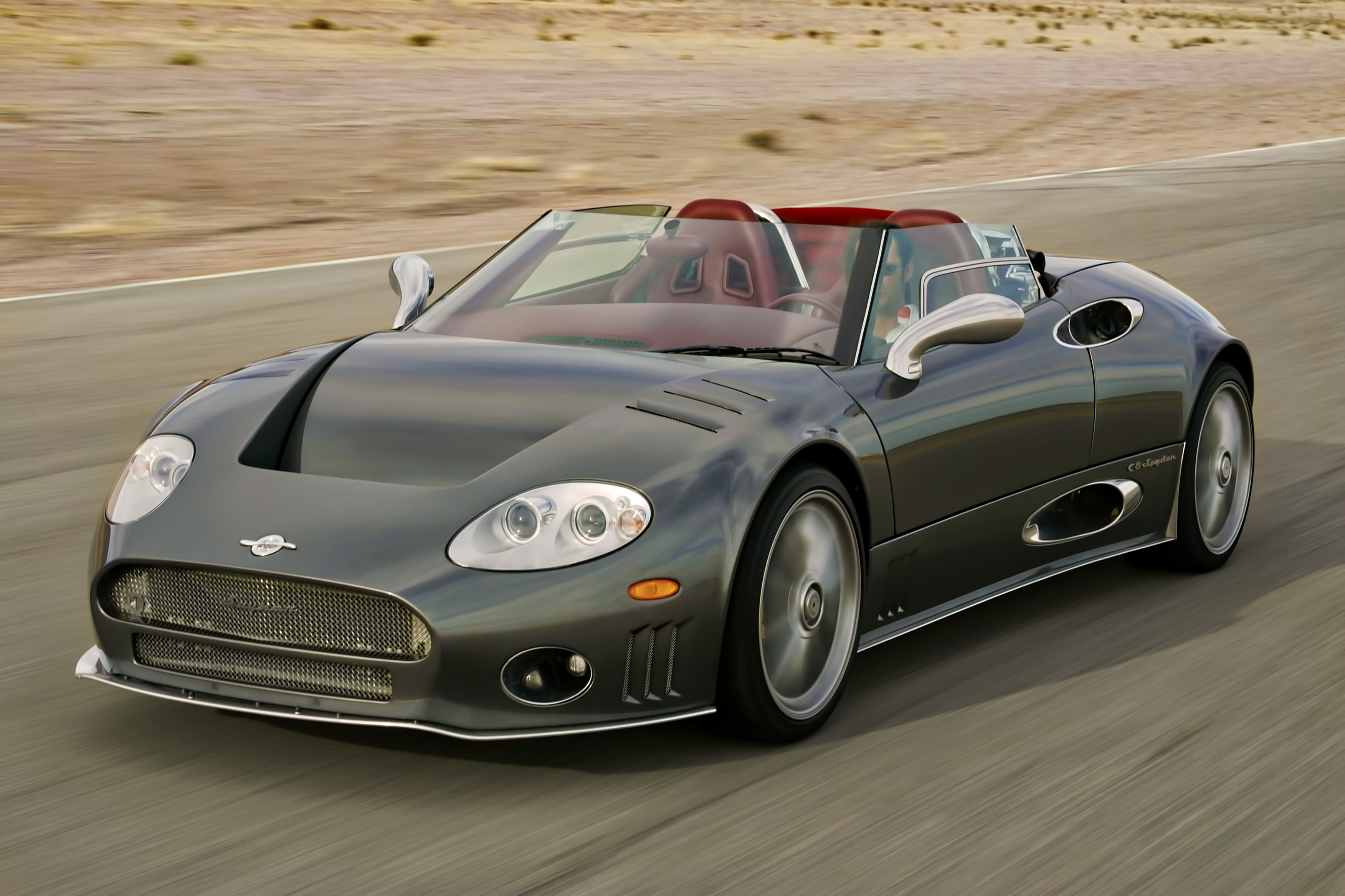 Spyker C8 photographed using a gyro image stabilizer